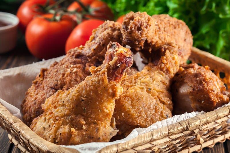 面包酥脆油煎的肯塔基鸡drumctick 免版税库存照片