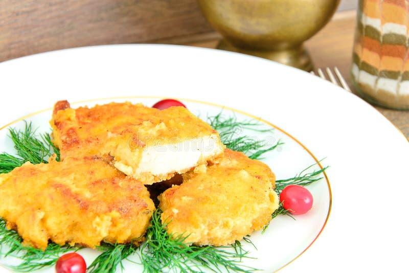 Download 面包鸡内圆角用草本和蔓越桔 库存照片. 图片 包括有 特写镜头, 正餐, 牌照, 金子, 炸肉排, 快速 - 62529702