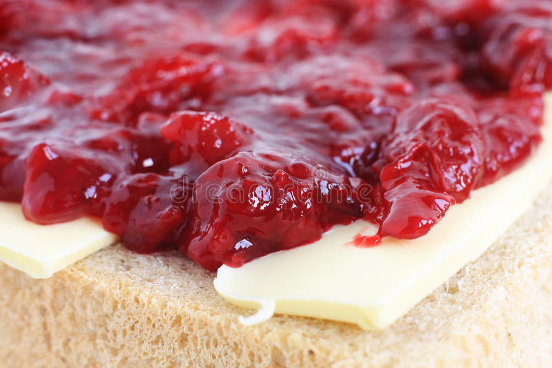 面包黄油樱桃果酱 库存照片
