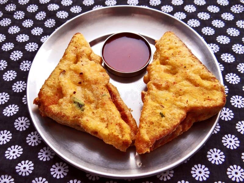 面包pakora浪费用红色调味汁 库存照片