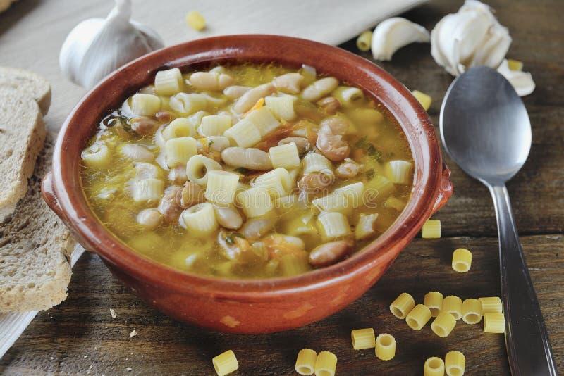 面团用豆典型的意大利食物 库存图片