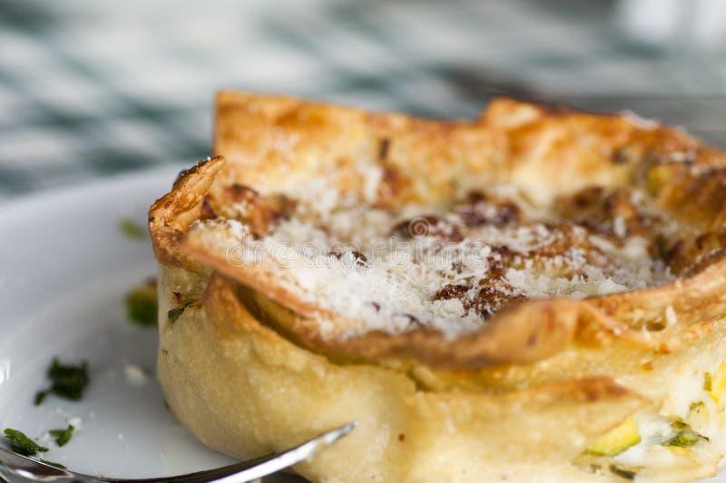 Download 面团第一条路线 库存图片. 图片 包括有 小汤, ,并且, 意大利面食, 烹调, 餐馆, 厨师, 主厨, 路线 - 59100931