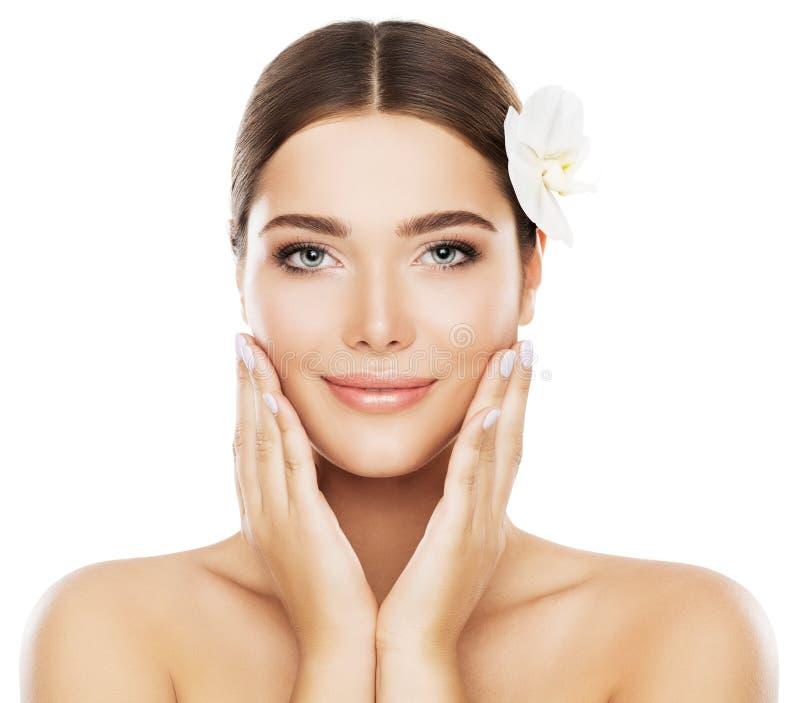 面孔秀丽护肤,自然的妇女在面颊组成,手 库存照片
