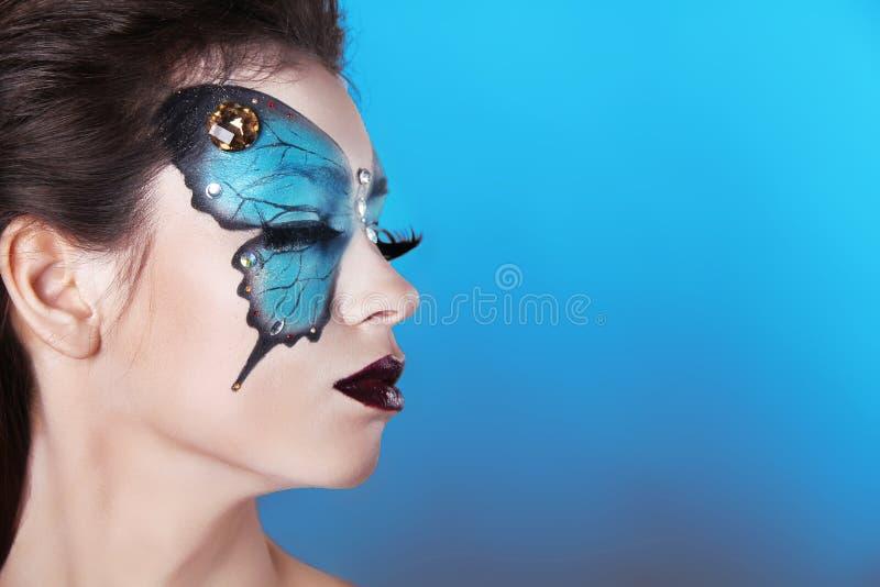 面孔艺术画象。时尚组成。在面孔的蝴蝶构成 库存图片