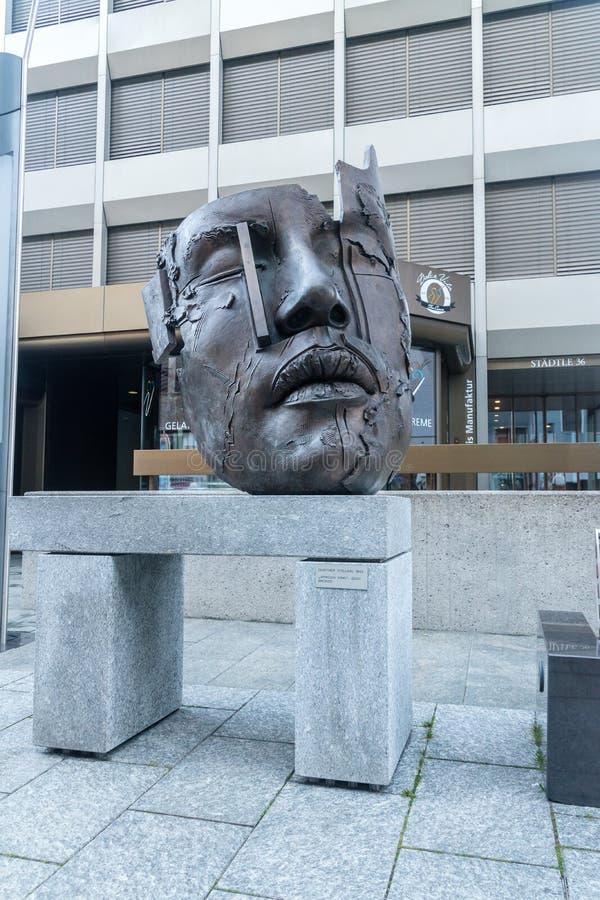 面孔雕塑非洲国王做了古铜2000年通过冈瑟平定 免版税库存照片