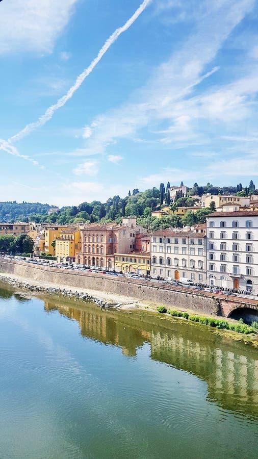 面对亚诺河河的议院在佛罗伦萨,意大利 库存照片