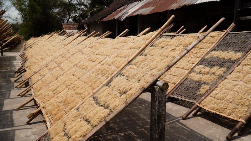 面条工厂在班图尔,日惹,印度尼西亚 免版税库存照片