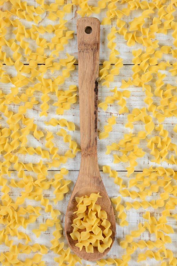 Download 面条围拢的木匙子 库存照片. 图片 包括有 没人, 原始, 垂直, 木头, 视图, 土气, 更加恼怒的, browne - 59106952