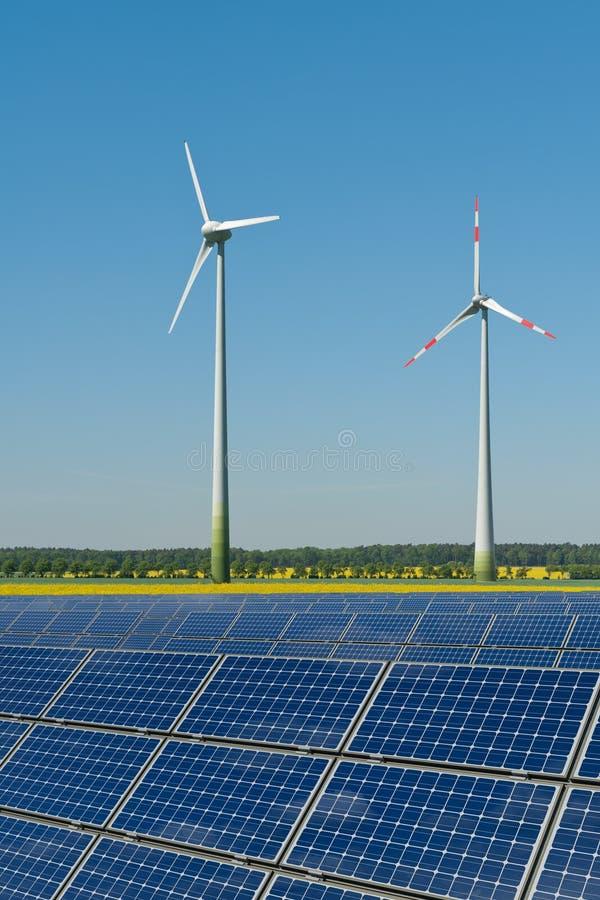 面板油菜籽太阳涡轮风 免版税库存照片