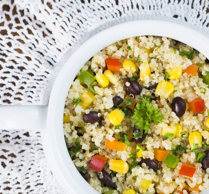 面筋免费黑豆、玉米和奎奴亚藜沙拉 库存图片