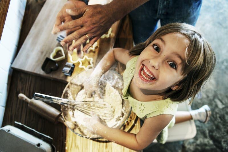 面粉点心曲奇饼面团蛋糕面包店女孩概念 图库摄影