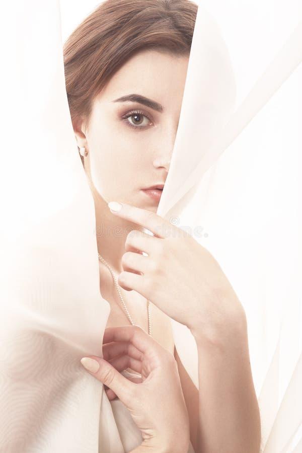面纱的妇女 免版税库存图片
