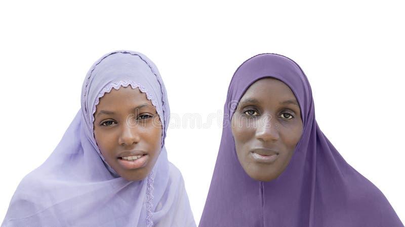 头戴面纱的母亲和女儿,被隔绝 免版税库存照片