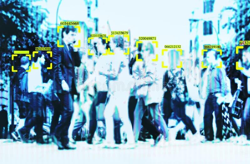面貌识别技术大数据和安全在有人群的城市 库存例证