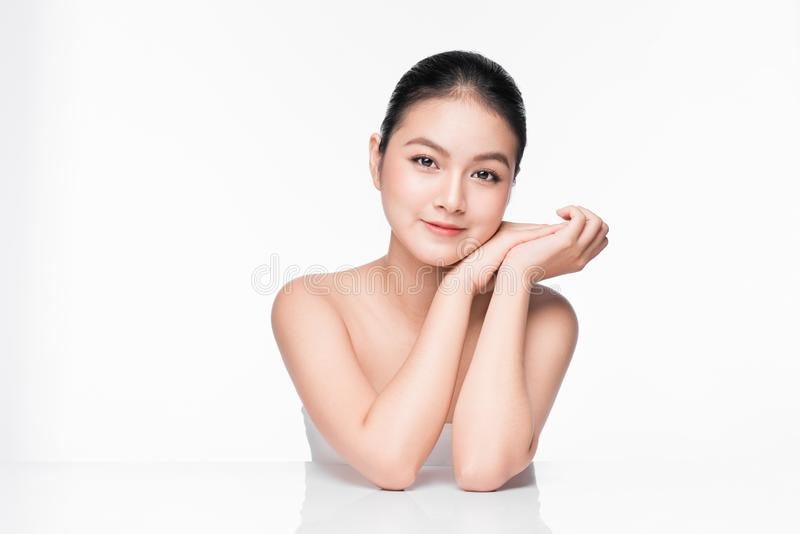 面部治疗 与完善的皮肤的美丽的亚洲妇女画象 库存照片