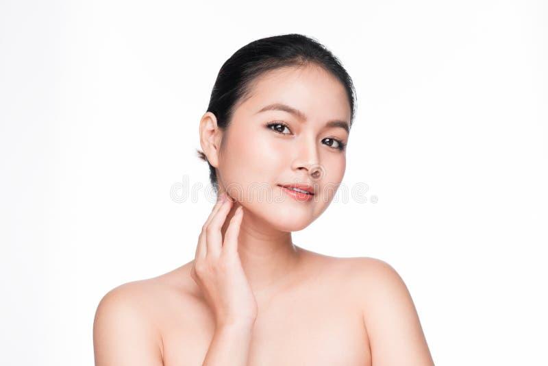 面部治疗 与完善的皮肤的美丽的亚洲妇女画象 库存图片