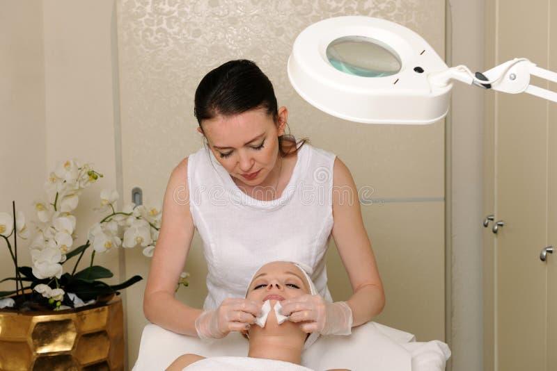 面部皮肤治疗 免版税库存照片