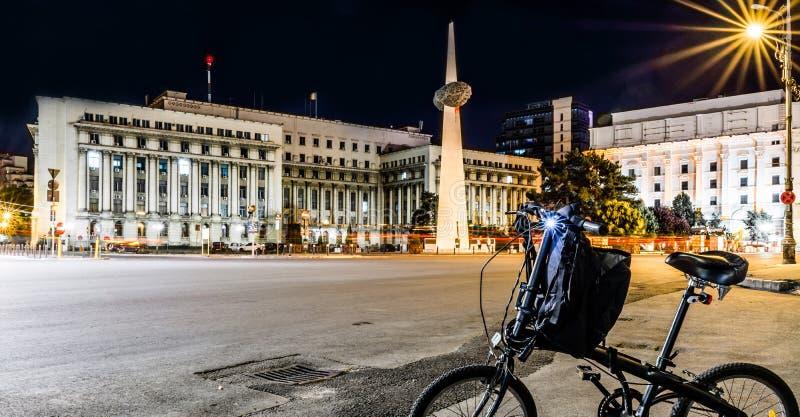 革命正方形,布加勒斯特在晚上 免版税图库摄影