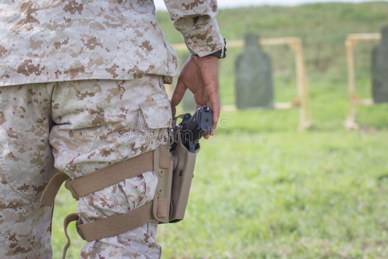 靶场的美国海军陆战队员 免版税库存照片