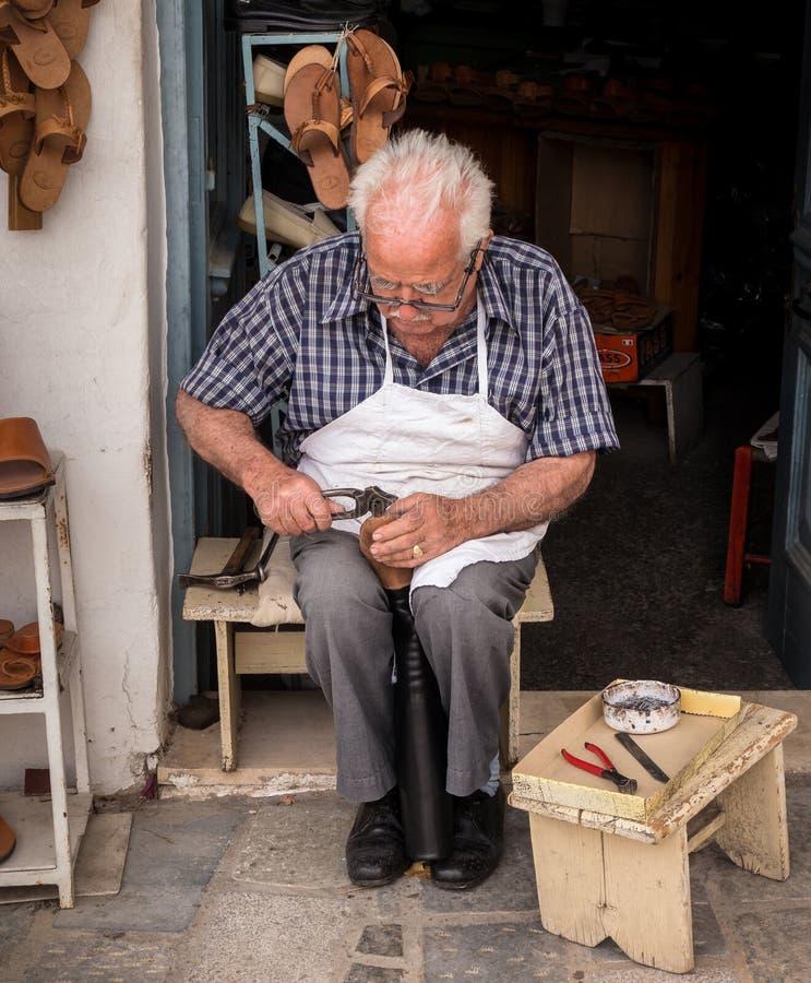 鞋匠在克利特,希腊 免版税库存图片