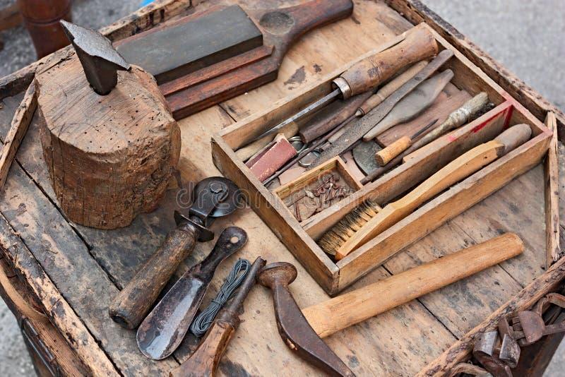 鞋匠的老工具 库存图片