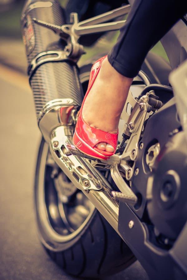 鞋子和摩托车的激情 库存图片