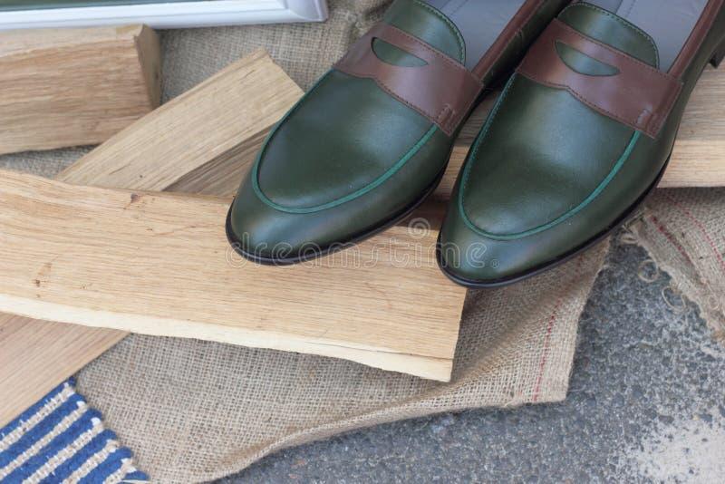 鞋子由真皮制成 免版税库存照片
