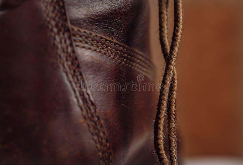 鞋带和一部分的老皮鞋 库存图片