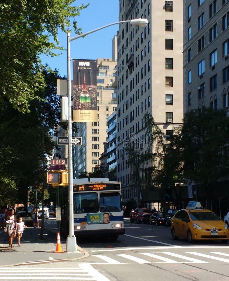 鞋帮东边、东部第84条街道和第5条大道,曼哈顿, NYC,美国 免版税库存照片