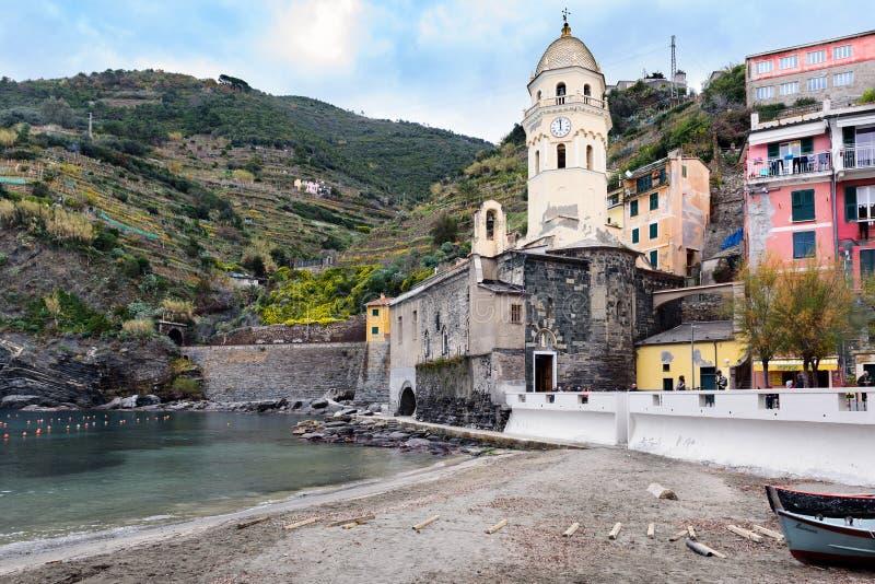韦尔纳扎镇山建筑学利古里亚海岸的在意大利 免版税库存照片