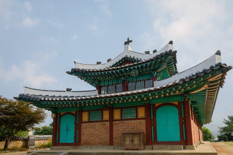 韩国州长的办公室重的古铜色响铃  免版税图库摄影