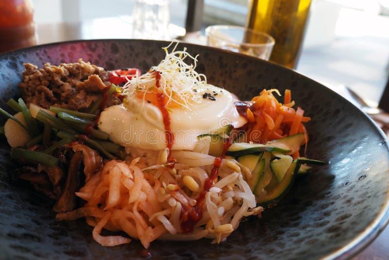 韩国烹调-牛肉朝鲜拌饭 库存照片