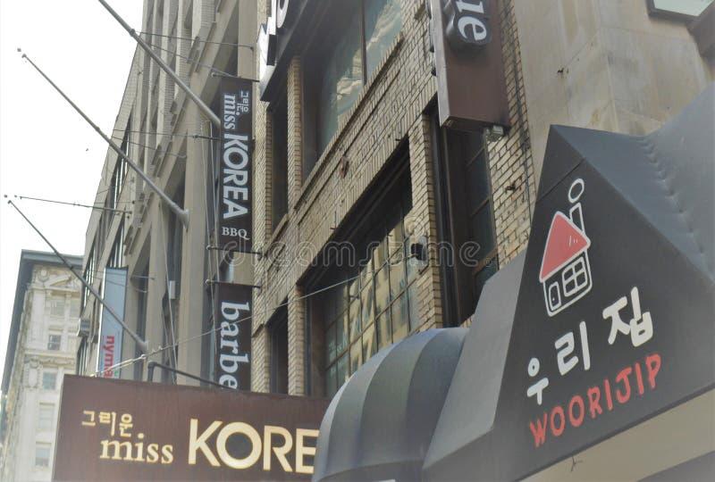 韩国镇餐馆韩国标志广告牌大街旅行旅游业 库存照片