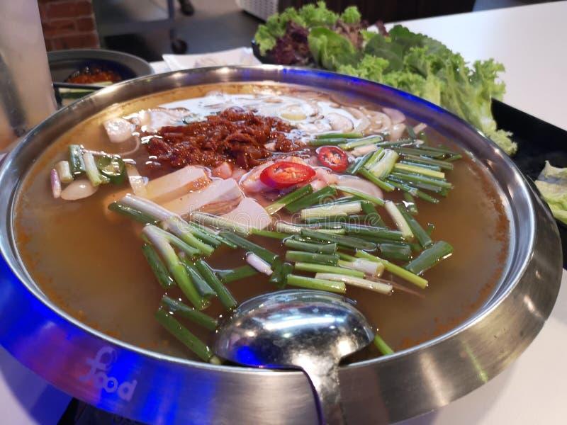 韩国餐厅泡菜汤 免版税库存图片