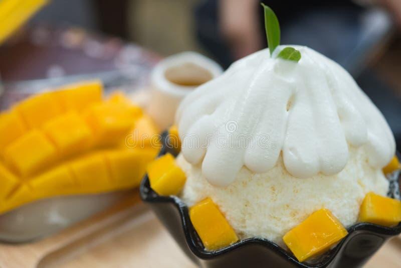 韩式新鲜的芒果被刮的冰 免版税库存图片