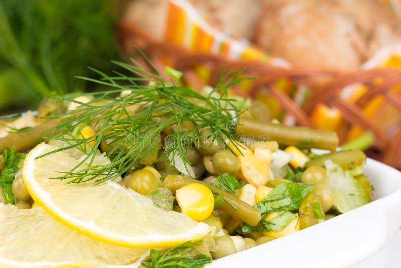 韭葱沙拉用豌豆和青豆 免版税图库摄影