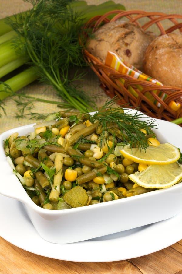 韭葱沙拉用豌豆和青豆 免版税库存照片