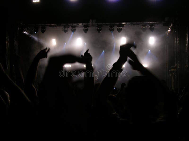 音乐会大家递举起的您 免版税图库摄影