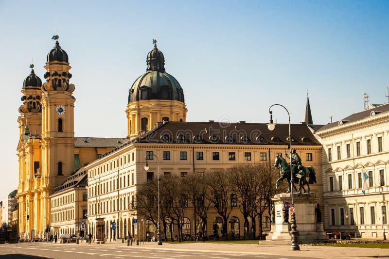 音乐厅广场,慕尼黑街道视图  图库摄影
