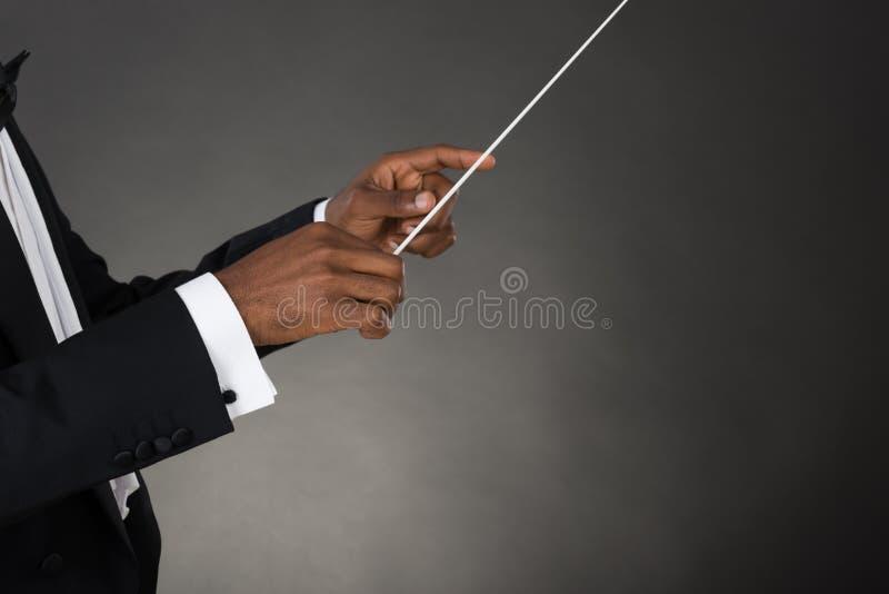 音乐拿着警棒的指挥手 库存照片