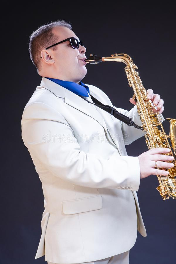 音乐概念 成熟白种人男性萨克管演奏员 库存照片