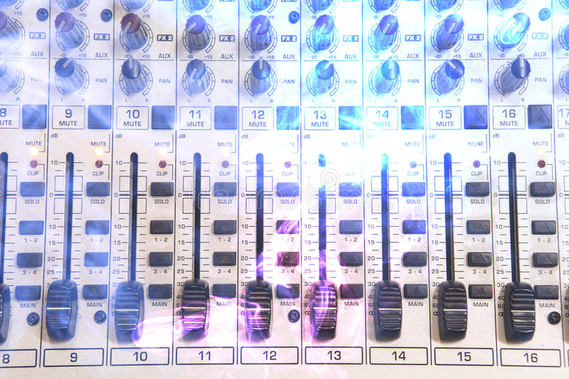 音乐演播室混合控制台 免版税库存照片