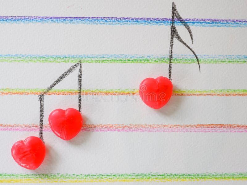 音乐笔记从糖果,华伦泰的心脏形状,婚姻 库存图片