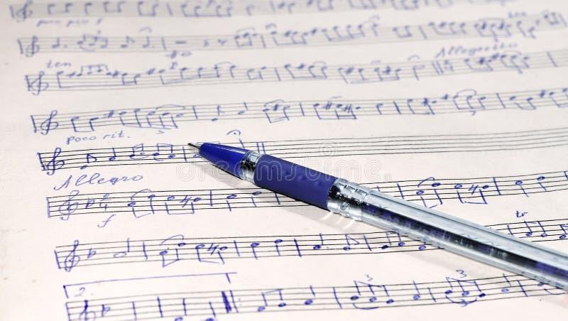 音乐纸张和笔 免版税库存图片