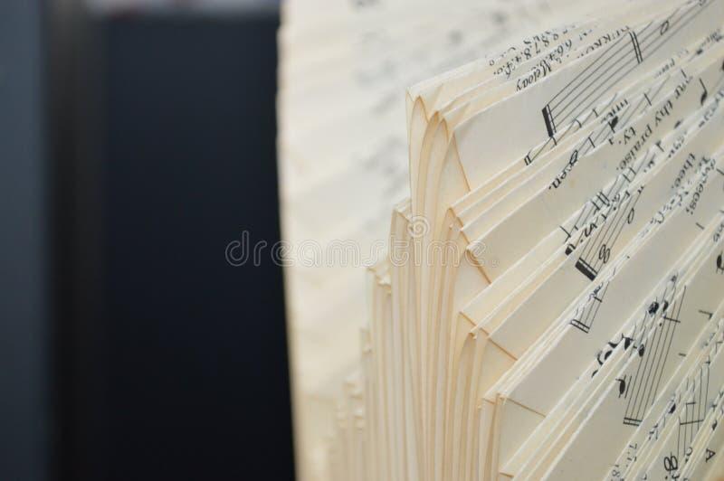 音乐被折叠的板料板料  免版税图库摄影