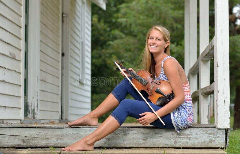 音乐系列-室外小提琴或无意识而不停地拨弄球员 图库摄影