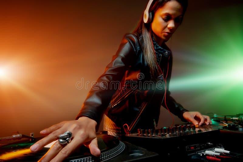 音乐DJ妇女 免版税库存照片