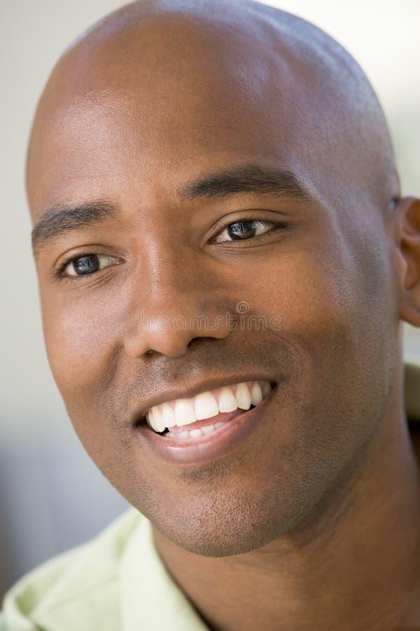 顶头人被射击的微笑 图库摄影
