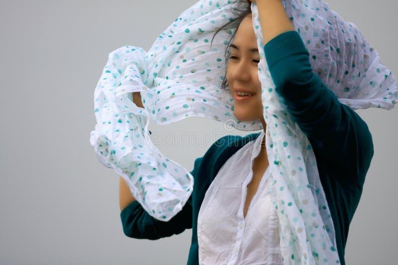 顶头围巾妇女年轻人 库存图片