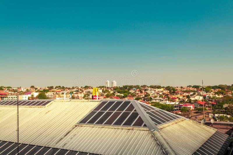 顶房顶能观察格兰德营镇的看法 免版税库存照片